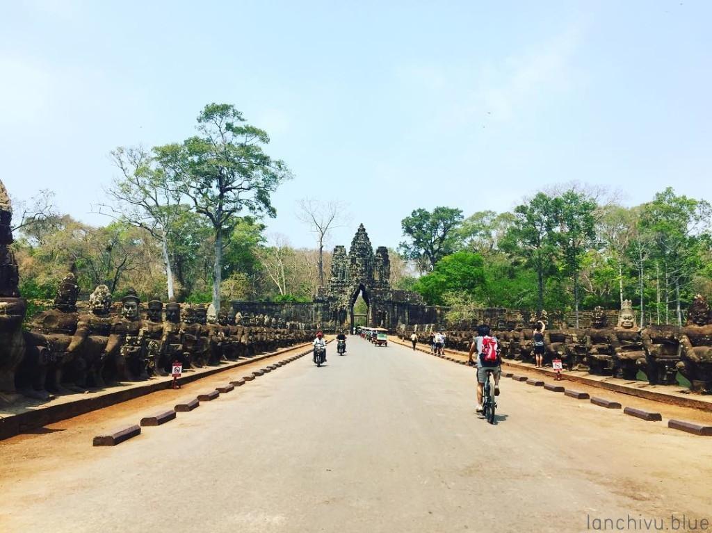 Một cổng vào Angkor Thom